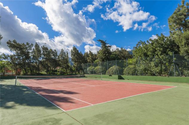 GC 2584-89 gemeinschaftlicher Tennisplatz