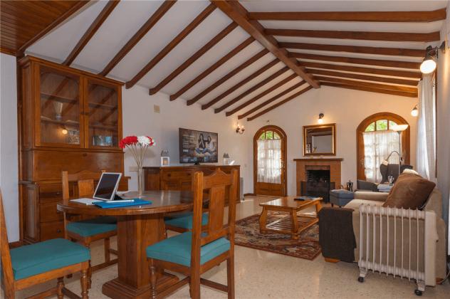 GC 2584-89 geräumiges Wohnzimmer mit Kamin