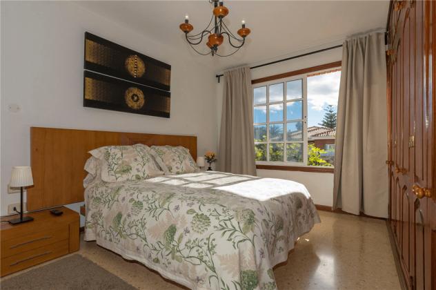 GC 2584-89 Schlafzimmer mit Doppelbett