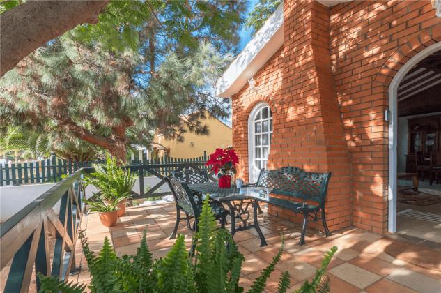 GC 2584-89 hübsche Terrasse am Haus
