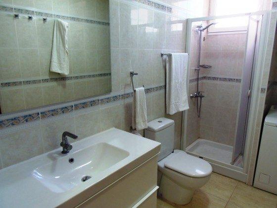 GC 51271-13 Bad mit Dusche und Waschmaschine