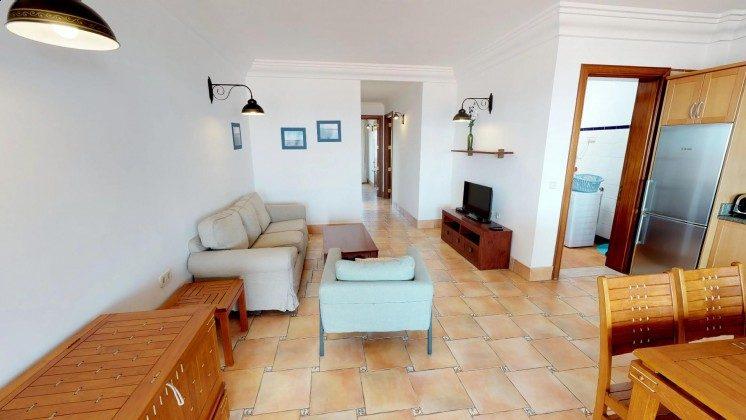 LZ 210739-2 Wohnbereich mit Küchenzeile