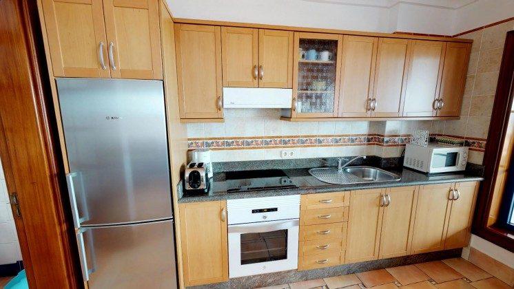 LZ 210739-2 Küchenzeile gut ausgestattet