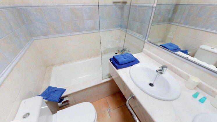 LZ 210739-2 Badezimmer mit Wanne