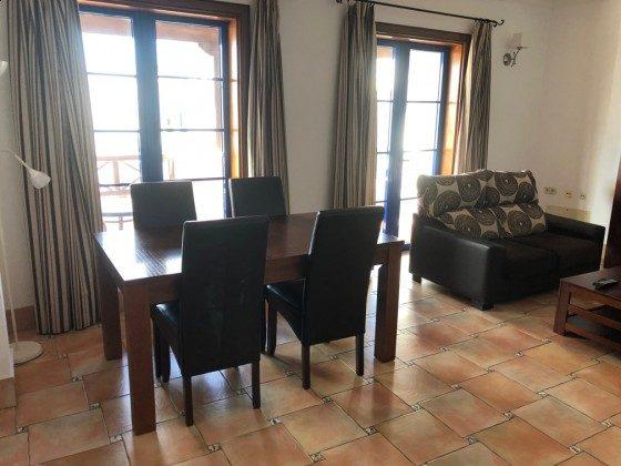 LZ 210739-4 Wohnzimmer mit Esstisch