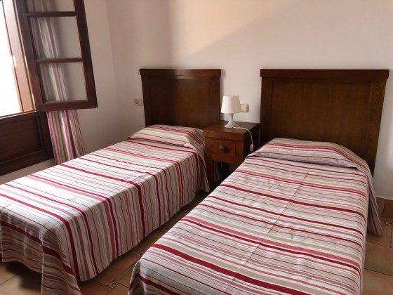 LZ 210739-4 Schlafzimmer mit zwei Einzelbetten