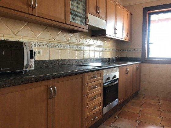 LZ 210739-4 Küchenzeile gut ausgestattet