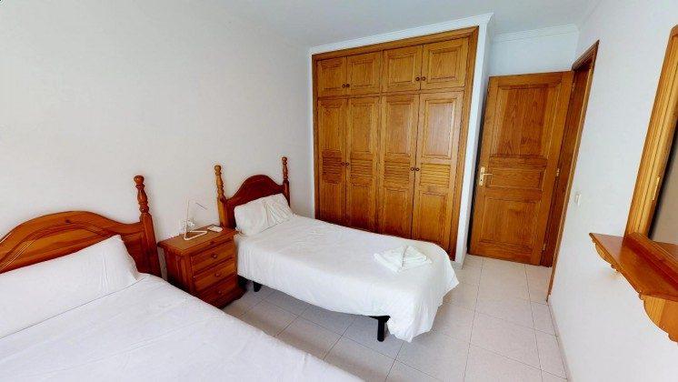 LZ 210769-1 großer Schrank im Schlafzimmer
