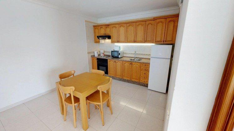 LZ 210769-1 Küchenzeile und Essplatz