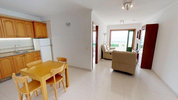 LZ 210769-1 Wohnbereich mit Zugang zur Terrasse