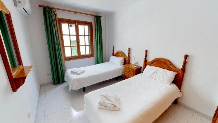 LZ 210769-1 Schlafzimmer mit Einzelbetten