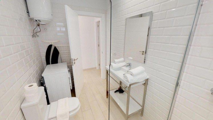 LZ 210770-12 Badezimmer mit Waschmaschine