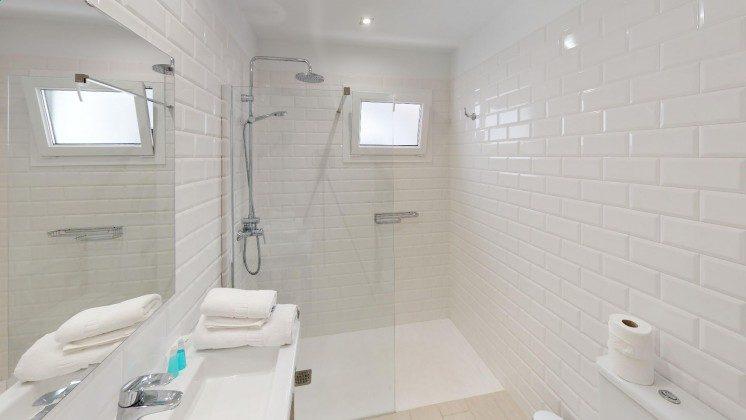 LZ 210770-12 Badezimmer mit großer Duschwanne