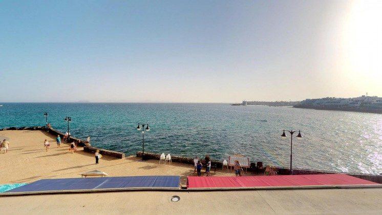 LZ 210770-12 Ausblick auf Meer und Promenade