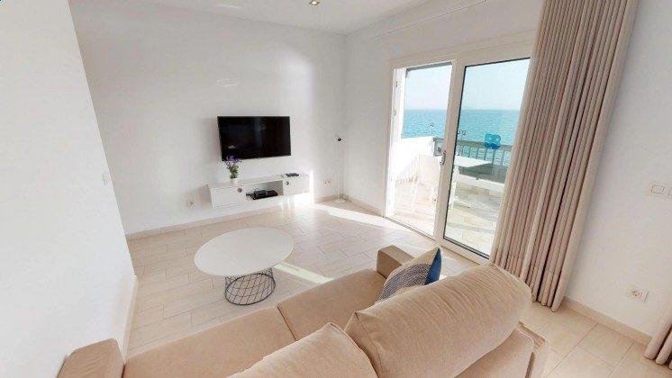 LZ 210770-12 Wohnbereich mit TV