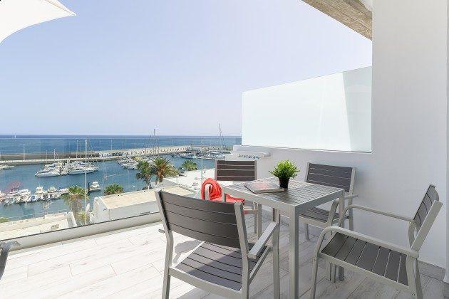 LZ 144288-46 Terrasse mit Gartenmöbeln