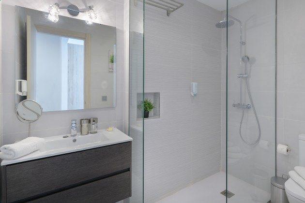 LZ 144288-46 Badezimmer mit Dusche