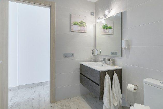 LZ 144288-48 Badezimmer mit Dusche
