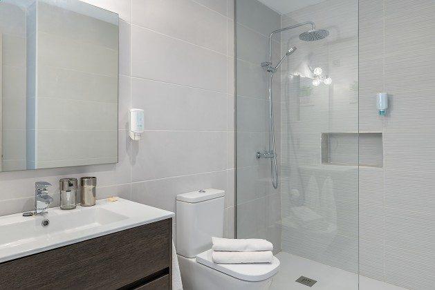 LZ 144288-48 Bad mit Haartrockner und Vergrößerungsspiegel