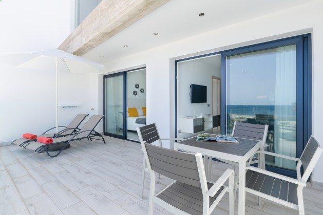 LZ 144288-48 Schlafzimmer mit Doppelbett hat Zugang zur Terrasse