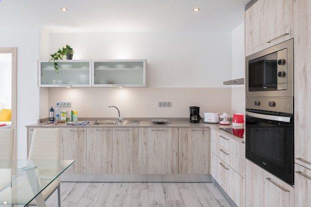 LZ 144288-48 Küche mit Backofen und Mikrowelle