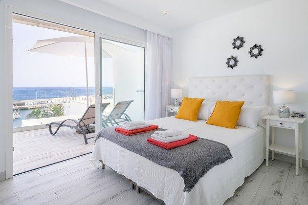 LZ 144288-48 Schlafzimmer mit Doppelbett