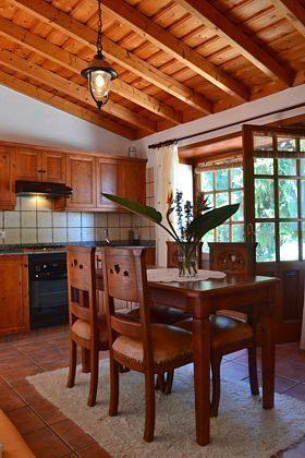 Esstisch und Küchenzeile