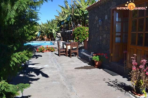 Haus, Terrasse und Pool