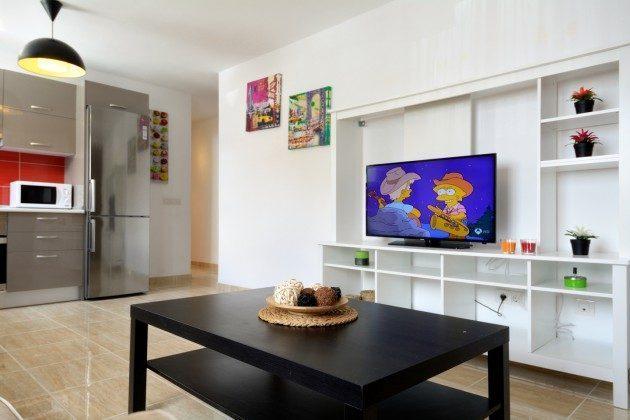 LZ 110068-27 Wohnbereich mit Sat-TV