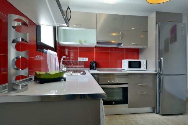 LZ 110068-27 gut ausgestattete Küche
