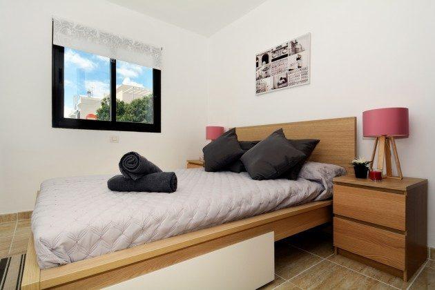 LZ 110068-27 Schlafzimmer mit Doppelbett