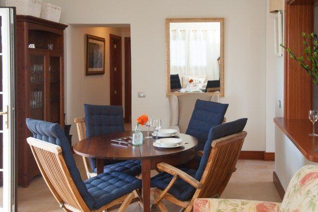 LZ 110068-33 Wohnzimmer mit Essplatz