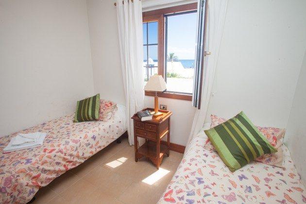 LZ 110068-33 Schlafzimmer mit zwei Einzelbetten