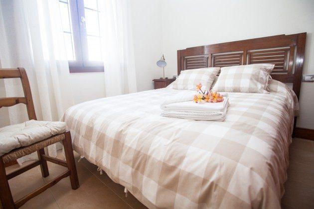 LZ 110068-33 Schlafzimmer mit Doppelbett