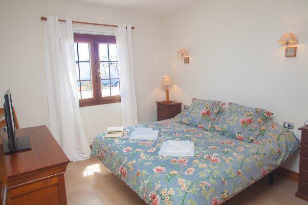 LZ 110068-33 weiteres Schlafzimmer mit Doppelbett