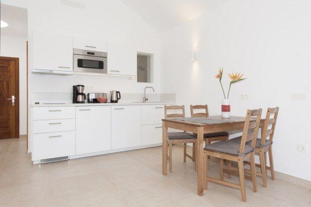 LZ 169479-1 Wohnbeispiel Esstisch und Küchenzeile, Wohnung Pared