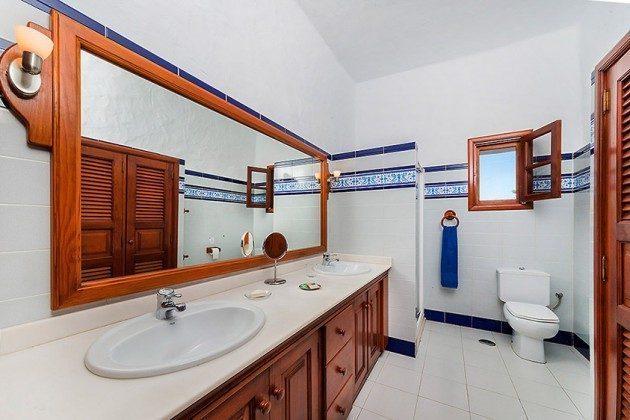 Badezimmer mit Dusche, Wohnung 2