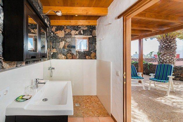 Badezimmer mit Dusche, Wohnung 2, Außenbereich