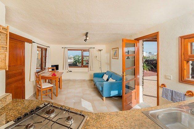 Wohnraum mit Küchenzeile, Wohnung 1