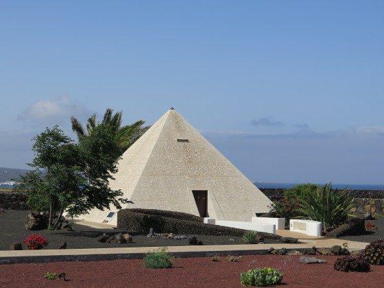 Pyramide auf dem Anwesen