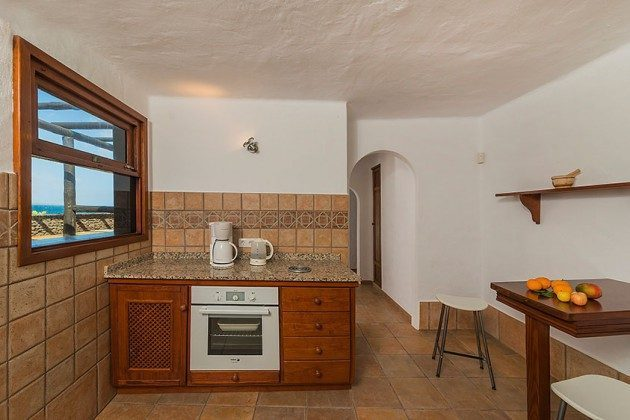 Küche mit Backofen und kleinem Essplatz LZ 169479-5 Vista Luna