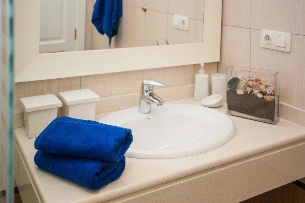 LZ 192733 Waschtisch im Duschbad