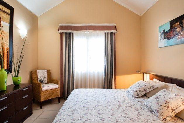 LZ 192733 Schlafzimmer mit Kingsize Doppelbett