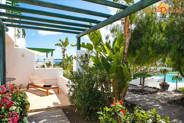 Terrasse mit Sonnenliege