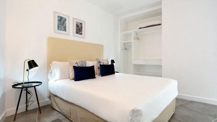 LZ 110068-81 Wohnbeispiel Schlafzimmer mit Doppelbett