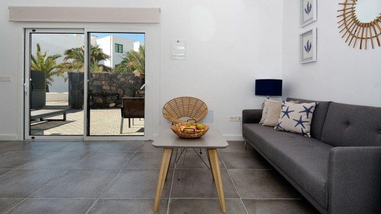LZ 110068-81 Wohnbeispiel Wohnbereich und Zugang Terrasse