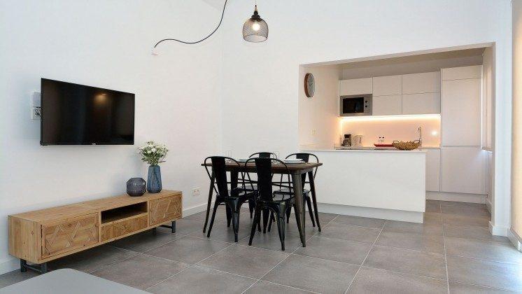 LZ 110068-81 Wohnbeispiel Essbereich und offene Küche