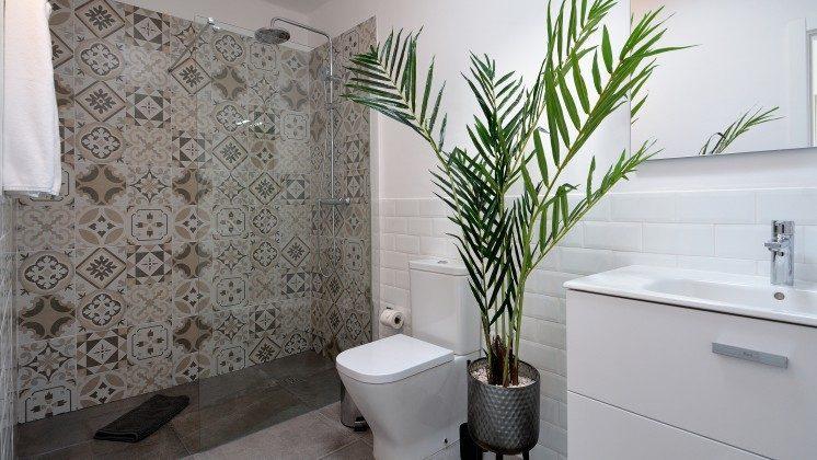 LZ 110068-82 Wohnbeispiel Badezimmer mit Dusche