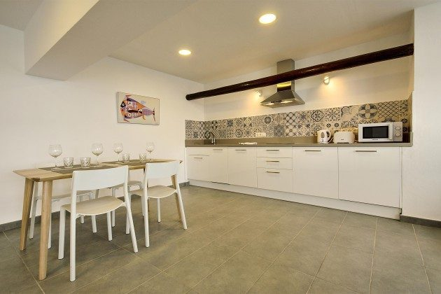 LZ 144288-41 gut ausgestattete Küche