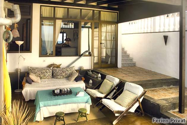 möblierte Terrasse überdacht